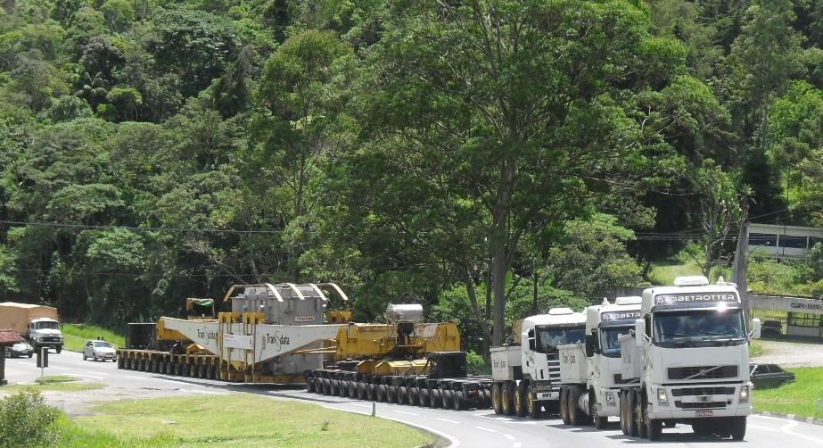 Descida da BR-040, em Petrópolis, será interditada para passagem de carreta de grande porte