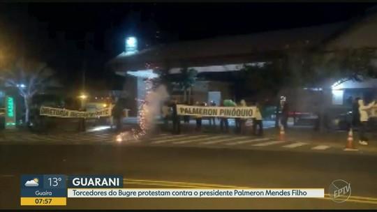 Torcedores do Bugre protestam contra o presidente Palmeron Mendes Filho