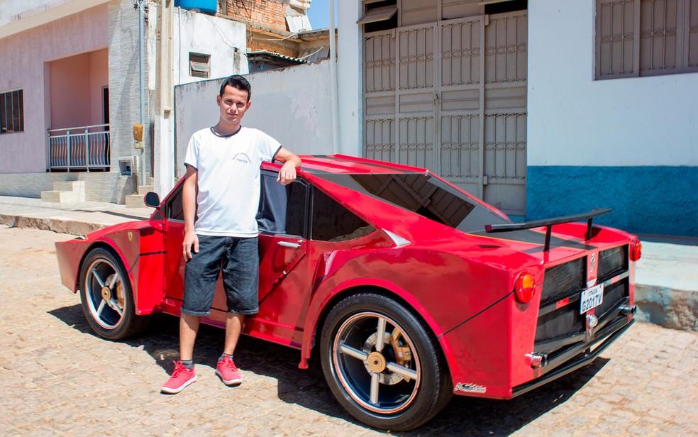 Geovane começou a circular com o carro no último domingo (Foto: Marcos Domício/Site Paramirim Eventos)