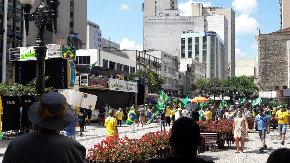 Manifestação em apoio a Bolsonaro em Curitiba — Foto: Filipe Rosa/ RPC Curitiba