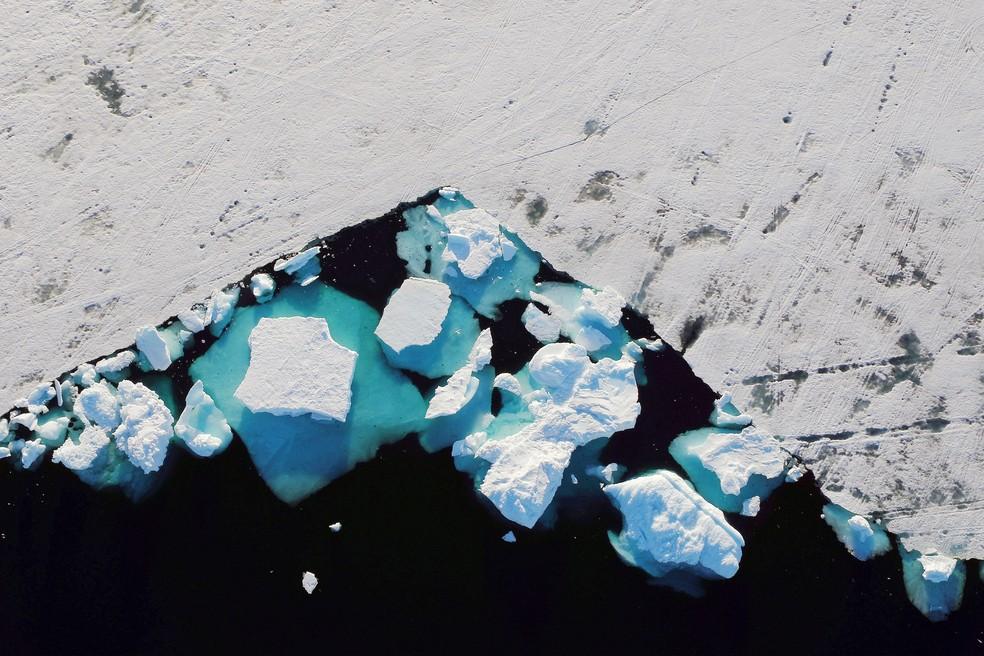 Gelo em derretimento na Groenlândia — Foto: Lucas Jackson/Reuters