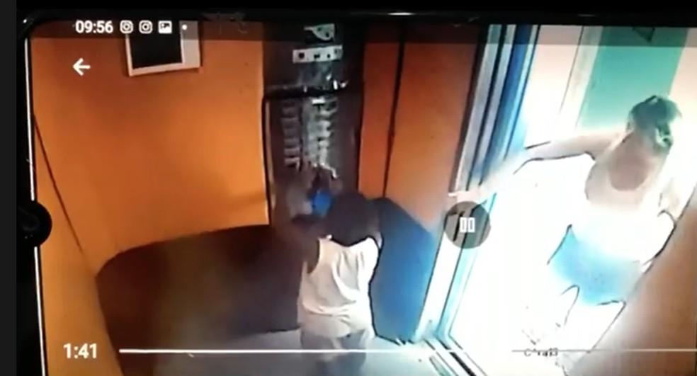 Vídeo mostra patroa deixando Miguel sozinho no elevador — Foto: Reprodução