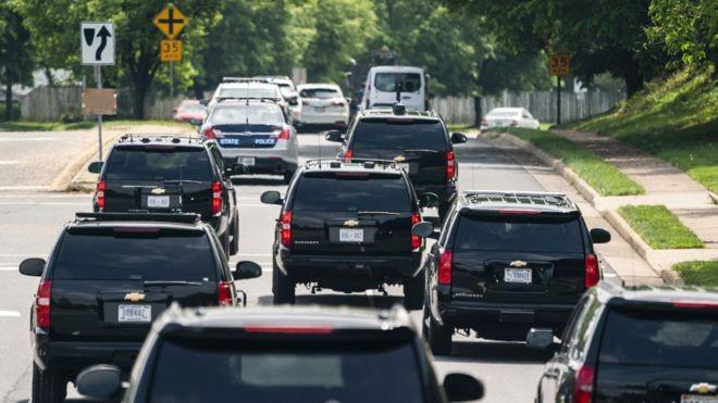 Comitiva inclui carros de segurança, apoio médico e resposta a ataques (Foto: EPA, via BBC News Brasil)