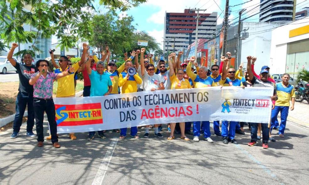 Em Natal, sindicato dos Correios fez manifestação em frente a agência na Zona Leste (Foto: Sintect/Divulgação)