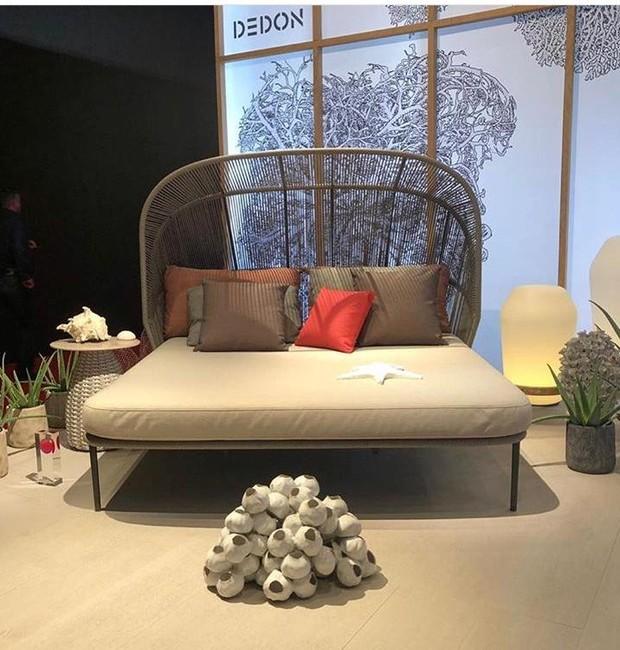O principal lançamento da Debon no Salão do Móvel de Milão é a chaise Rilly, da dupla italiana GamFratesi  (Foto: Casa e Jardim)
