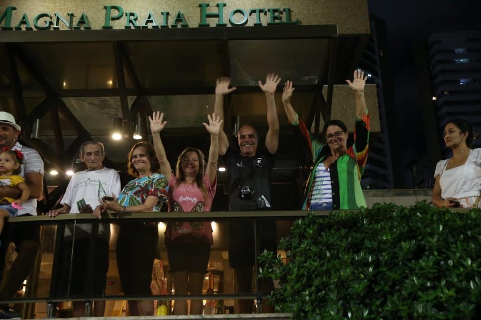 Nas sacadas dos hotéis da Praia de Iracema, turistas aproveitavam a festa na capital cearense. — Foto: Natinho Rodrigues/Sistema Verdes Mares