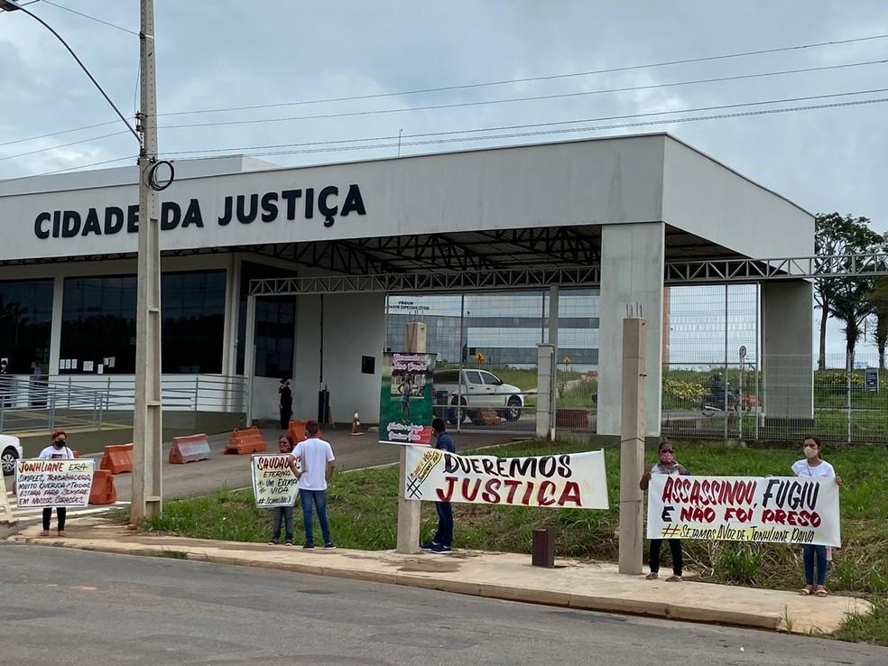 Família fez protesto durante audiência  — Foto: Tálita Sabrina/Rede Amazônica