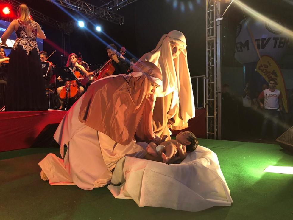 Encenação do nascimento de Jesus Cristo no Vozes de Natal 2018 em Rio Preto — Foto: Heloísa Casonato/G1