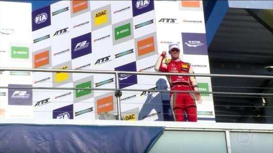 Campeão da F3 europeia, Mick Schumacher se esquiva de perguntas sobre o pai