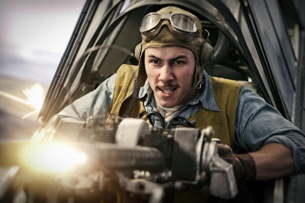 Nick Jonas em cena de 'Midway - Batalha em Alto Mar' — Foto: Divulgação