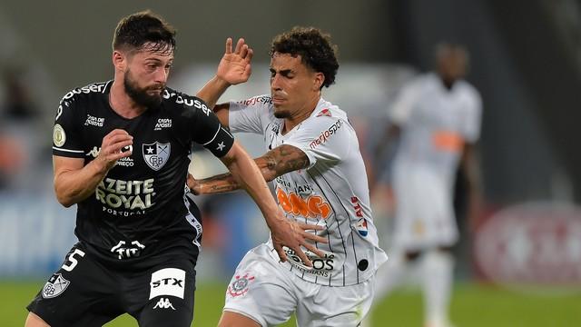 João Paulo, do Botafogo, e Gabriel, do Corinthians