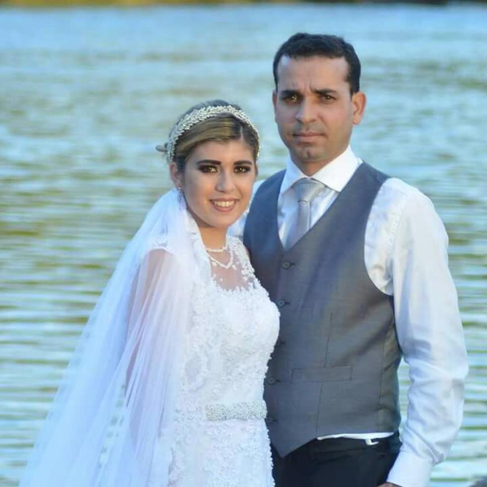 -  Amanda e Osías estavam casados há dois anos e tinham uma filha de 10 meses  Foto: Amanda Barros/Arquivo Pessoal