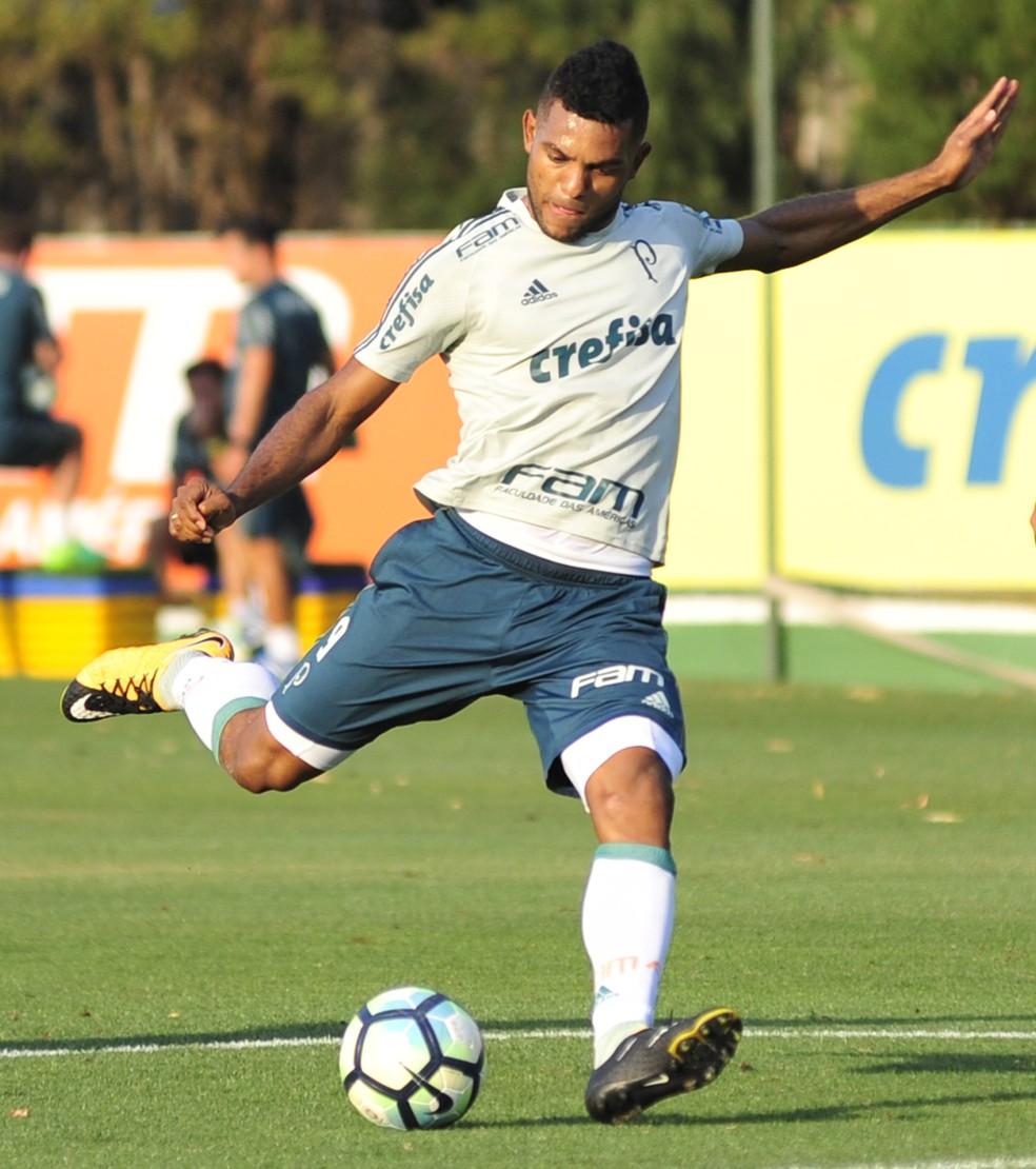 Borja treina finalizações durante treino  (Foto: Bruno Ulivieri/Divulgação)