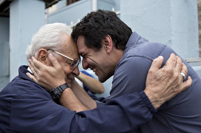 Othon Bastos e Rodrigo Lombardi em 'Carcereiros' (Foto: André Brandão/TV Globo)