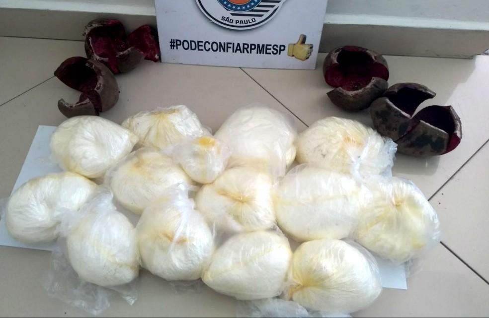 Droga estava escondida dentro de 14 beterrabas, que seriam entregues na rodoviária da Barra Funda, na capital — Foto: Polícia Rodoviária/Divulgação