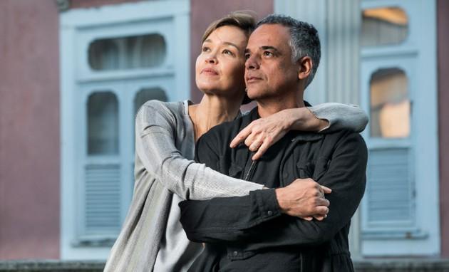 Julia Lemmertz e Ângelo Antonio em 'Espelho da vida' (Foto: TV Globo)