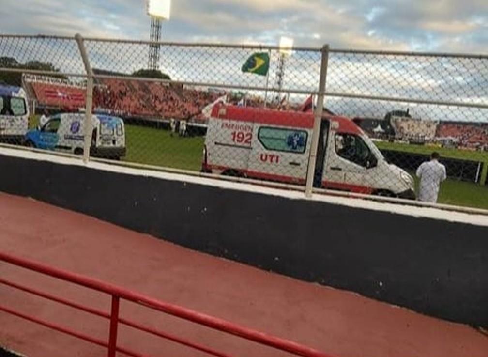 Ambulância atrapalha visão de torcedor cadeirante na partida Ituano x Santos — Foto: Reprodução/Instagram