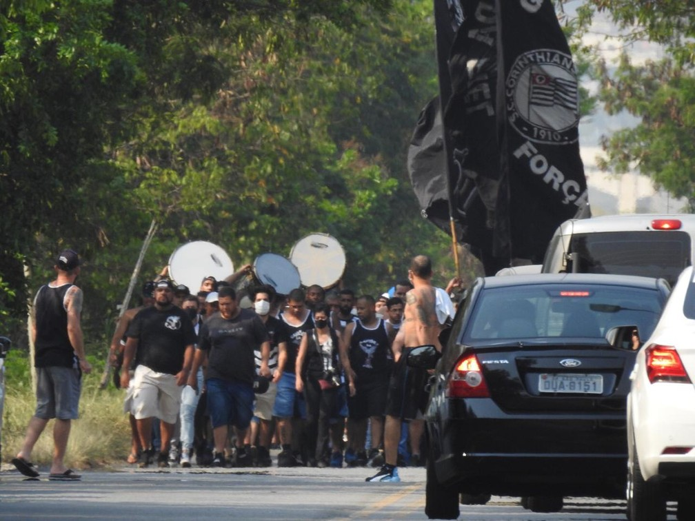 Protesto no CT do Corinthians — Foto: Ana Canhedo