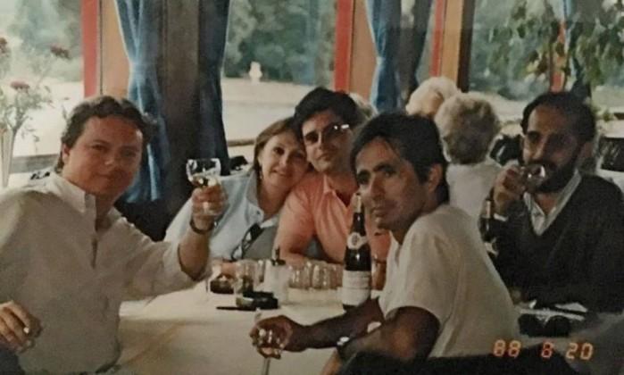Janot (de camisa rosa) e Gilmar (à direita, com copo na mão): relação amistosa da viagem à Alemanha é só uma lembrança  (Foto: Agência O Globo)