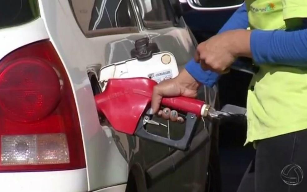 Variação do preço da Petrobras influenciou no aumento do preço da gasolina nos postos de combustíveis (Foto: Reprodução/TV Morena)