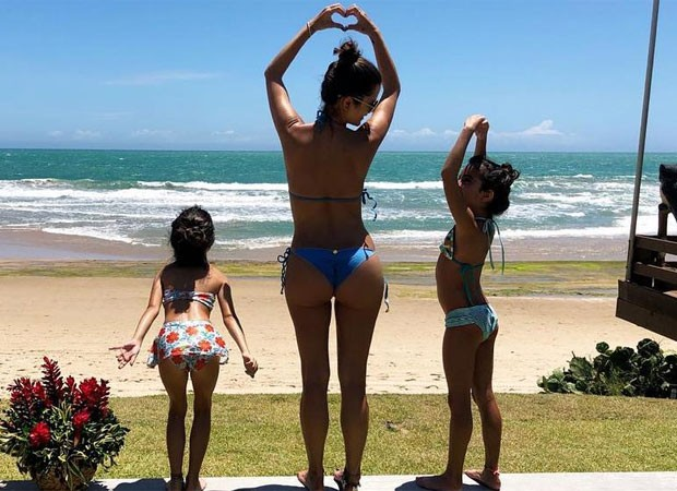 Flávia Camargo com as filhas, Helena e Isabella (Foto: Reprodução)