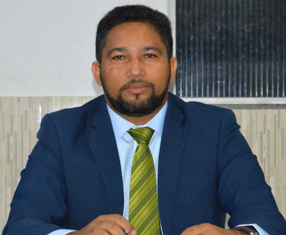 Carlos do Remédio (PCdoB) foi empossado como prefeito interino do município de Rosário — Foto: Arquivo pessoal