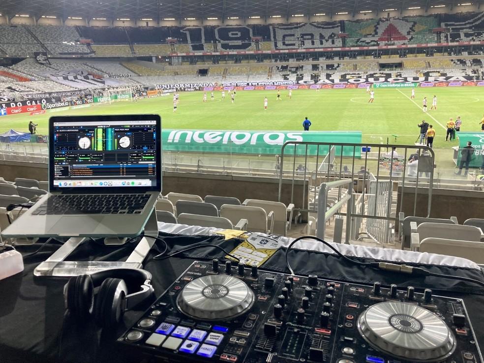 DJ Mauricio Maoli; jogo Atlético-MG — Foto: Twitter Mauricio Maoli