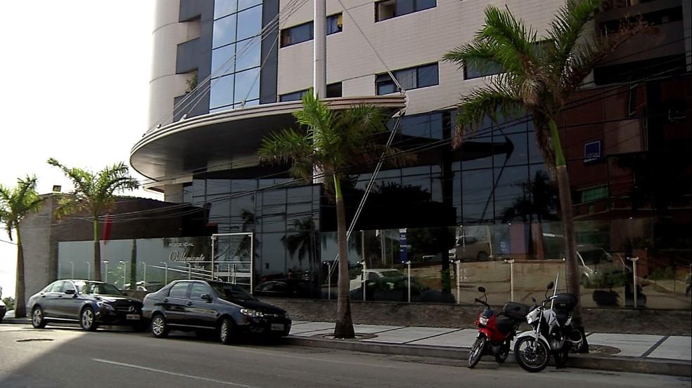 Apartamento do ex-ministro Henrique Alves, onde a PF cumpriu mandados de busca (Foto: Inter TV Cabugi)
