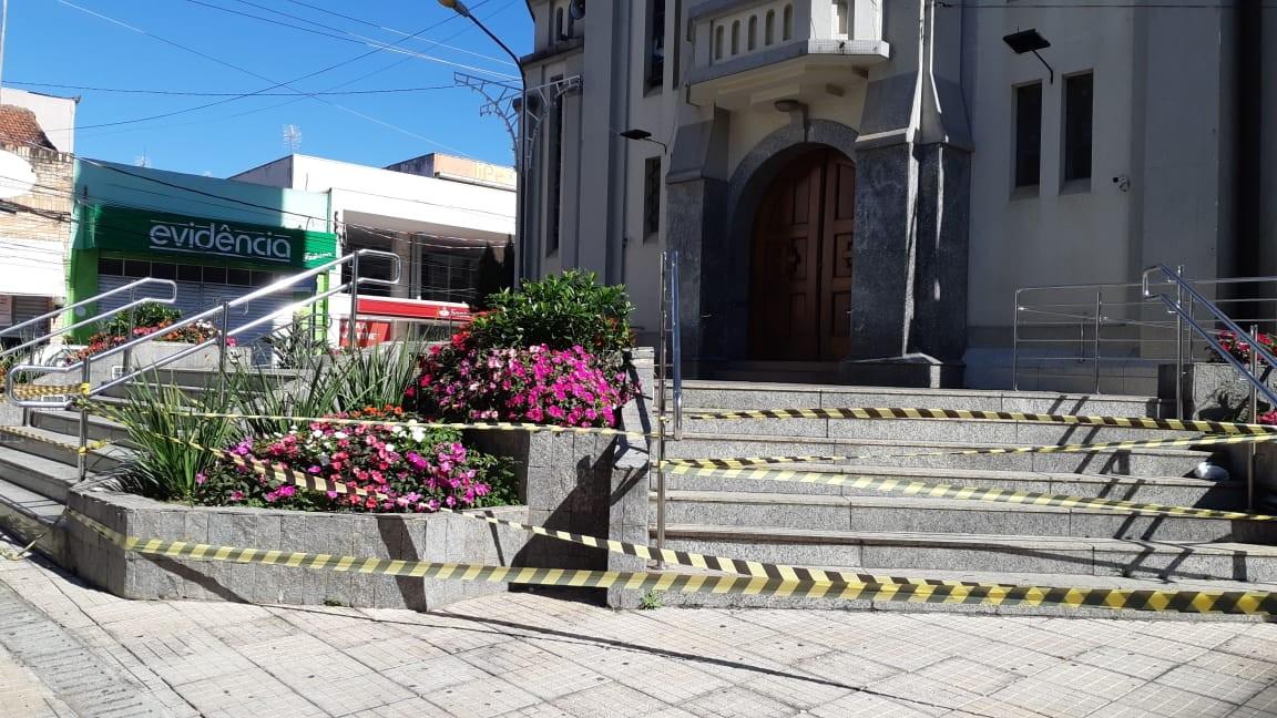 Espaços públicos são interditados para evitar aglomerações em São Roque