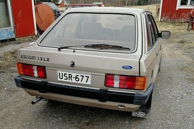 Um Escort LX nacional com alegados 16 mil KM foi colocado à venda em um site finlandês (Foto: Acervo MIAU - Museu da Imprensa Automotiva)