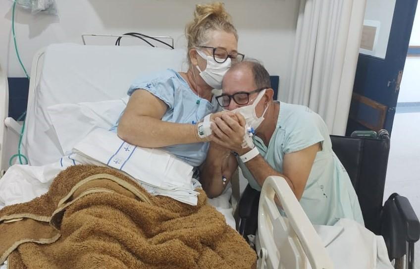 Casal internado com Covid-19 se reencontra para fazer exame em hospital de Porto Alegre