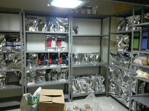 Parte do material clandestino apreendido pela Polícia Civil Distrito Federal em casa alugada do Riacho Fundo I (Foto: Polícia Civil/Divulgação)