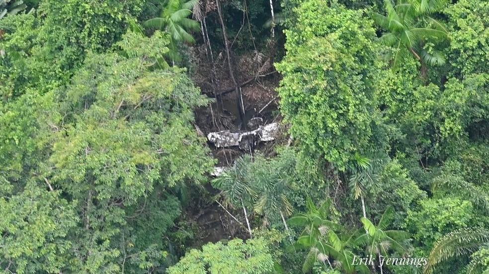 Piloto Toninho Sena encontrou destroços do avião que caiu em área isolada no Pará — Foto: Erik Jennings/Reprodução/Instagram