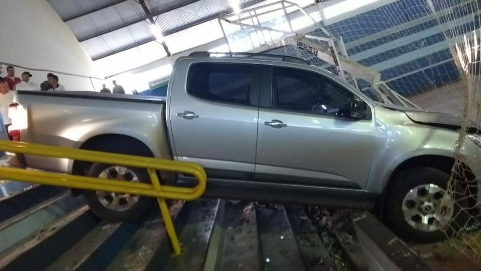 Secretário foi atingido pela caminhonete que perdeu o controle. Motorista fugiu (Foto: Aline Alves/Arquivo Pessoal)