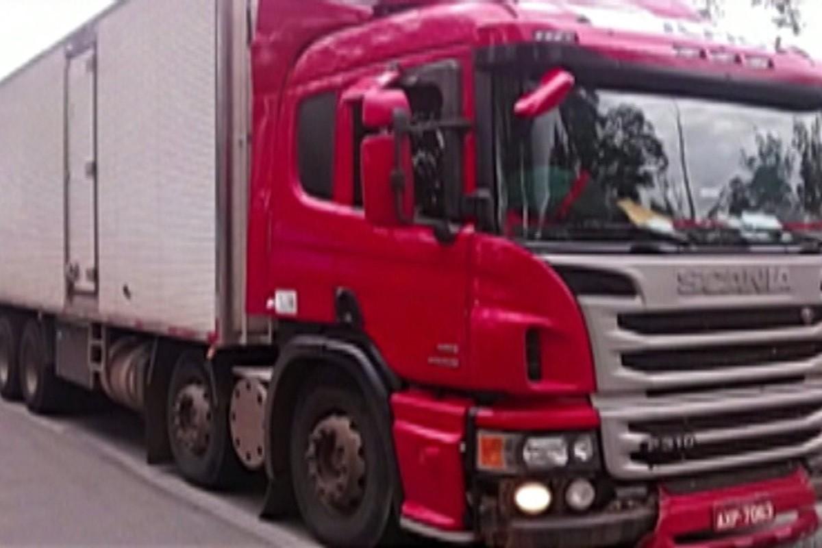Caminhão roubado é localizado em Itaquaquecetuba