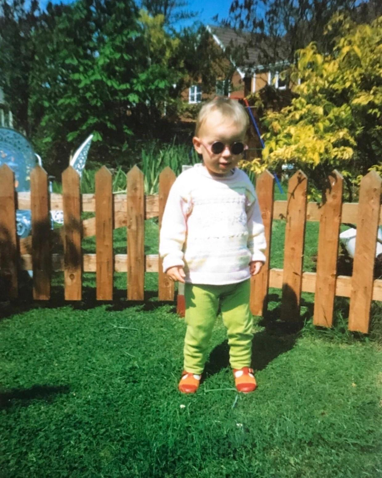 Dani Coyle na infância (Foto: Reprodução)