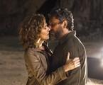 Cássia (Patricia Pillar) e Pedro (Alexandre Nero) se beijam | Globo/Estevam Avellar