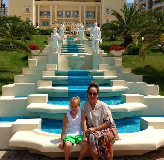 Davi Lucca curte a Rússia com a avó Nadice Gonçalves, mãe de Neymar (Foto: Reprodução/Instagram)