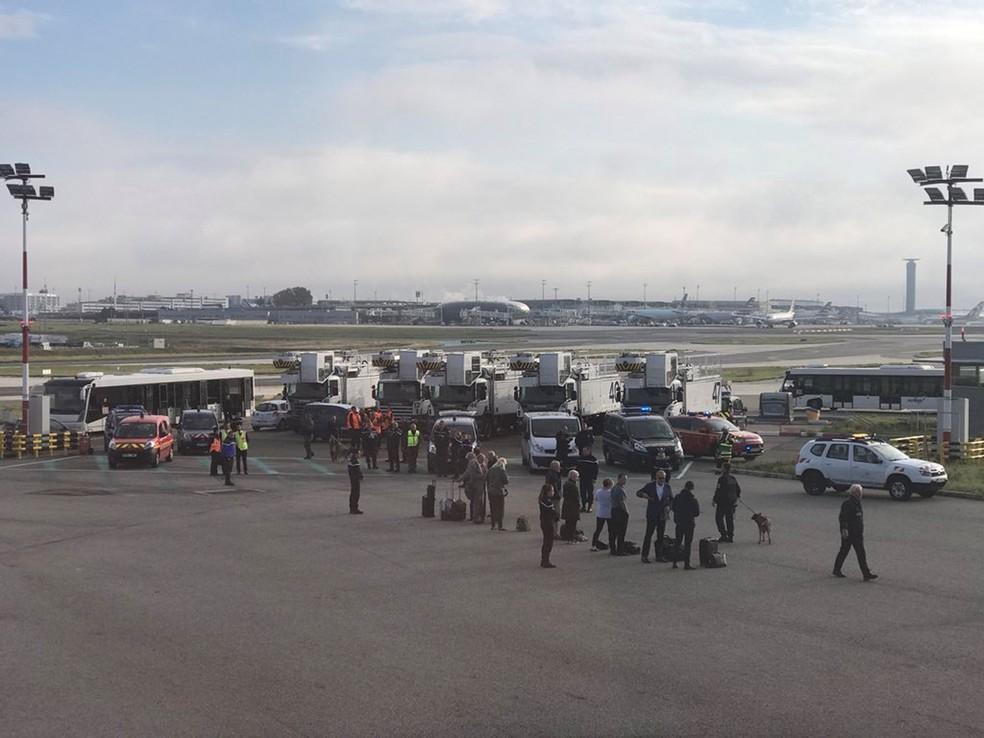 -  Passageiro mostra momento em que avião da British Airways é evacuado no aeroporto de Paris  Foto: Twitter/James Anderson/via REUTERS
