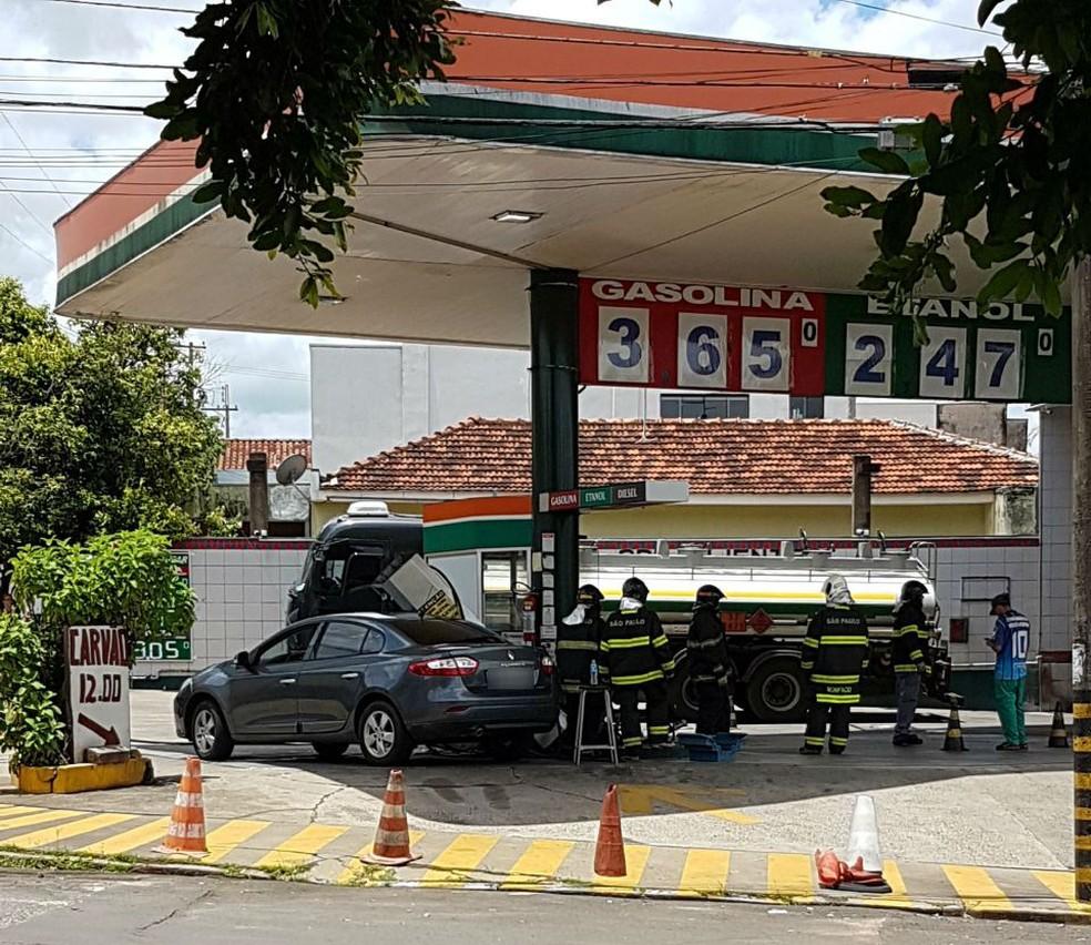 Motorista do veículo atingido pela bomba não ficou ferido (Foto: José César Lima/Arquivo Pessoal )