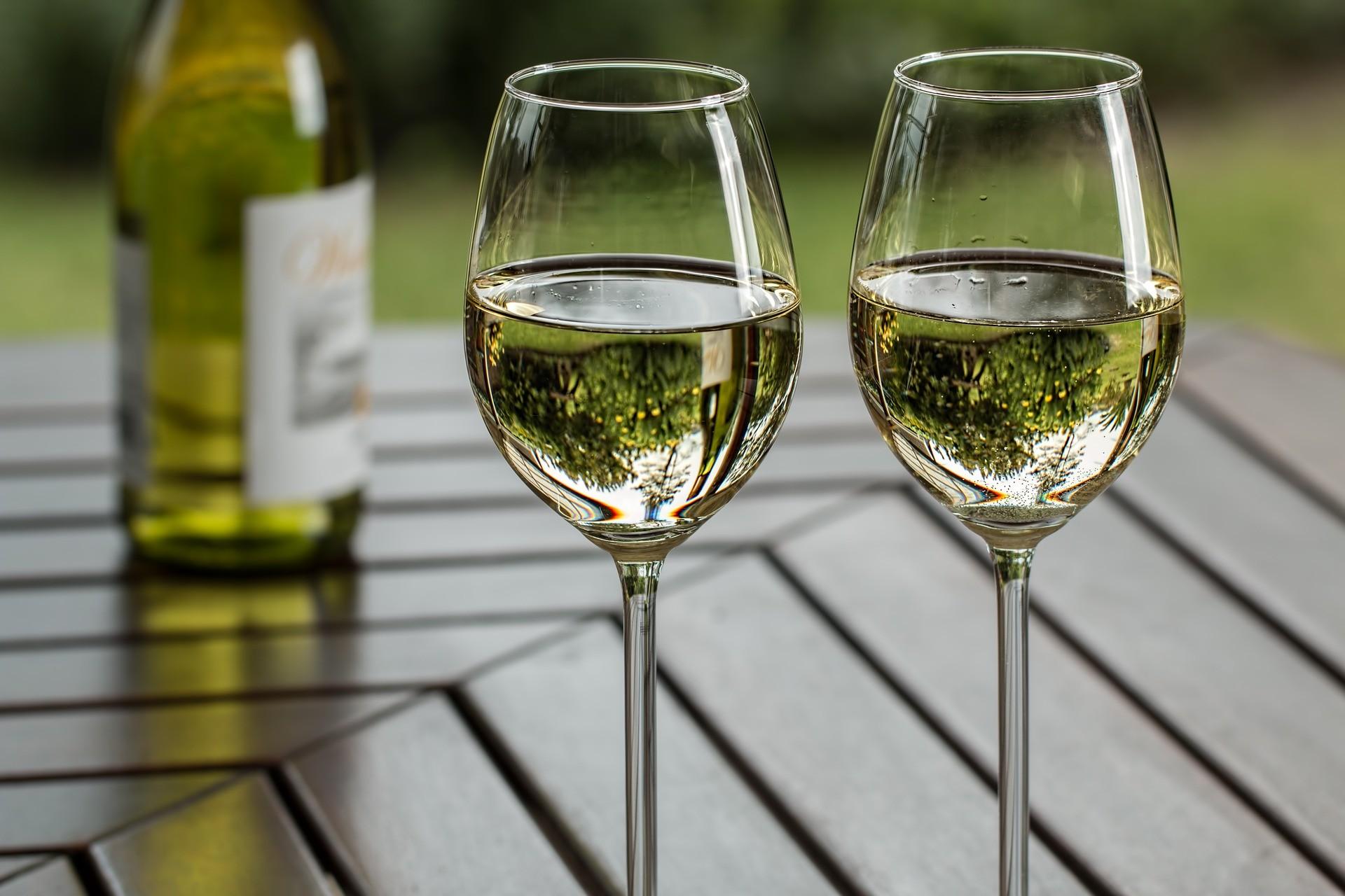 Vino blanco (Foto: Pixabay)