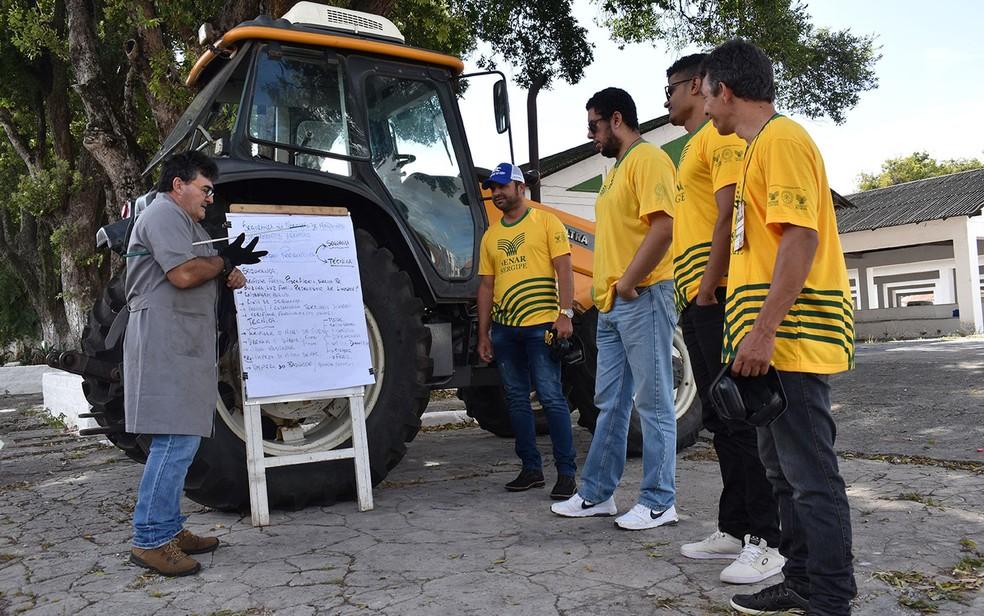 Instrutor e alunos no Senar — Foto: Ascom/Senar/Divulgação/Arquivo