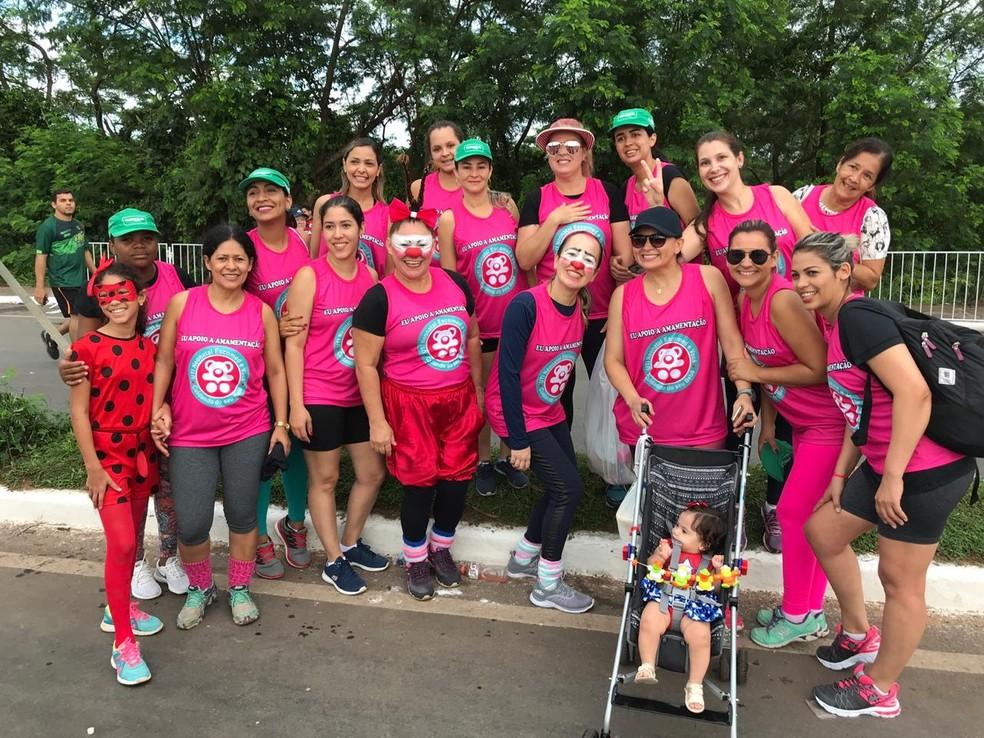 Mulheres vão de rosa para coscientizar sobre a prevenção do câncer — Foto: Flávio Passos/ TVCA
