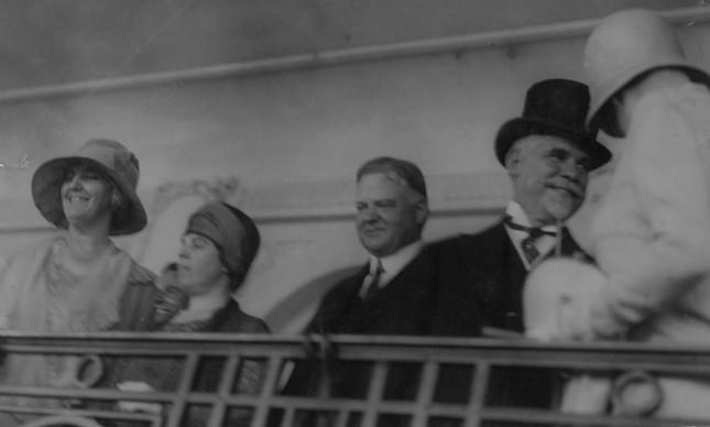 O presidente americano Herbert Hoover ao lado do brasileiro Washington Luís, no Hipódromo da Gávea, em 1928