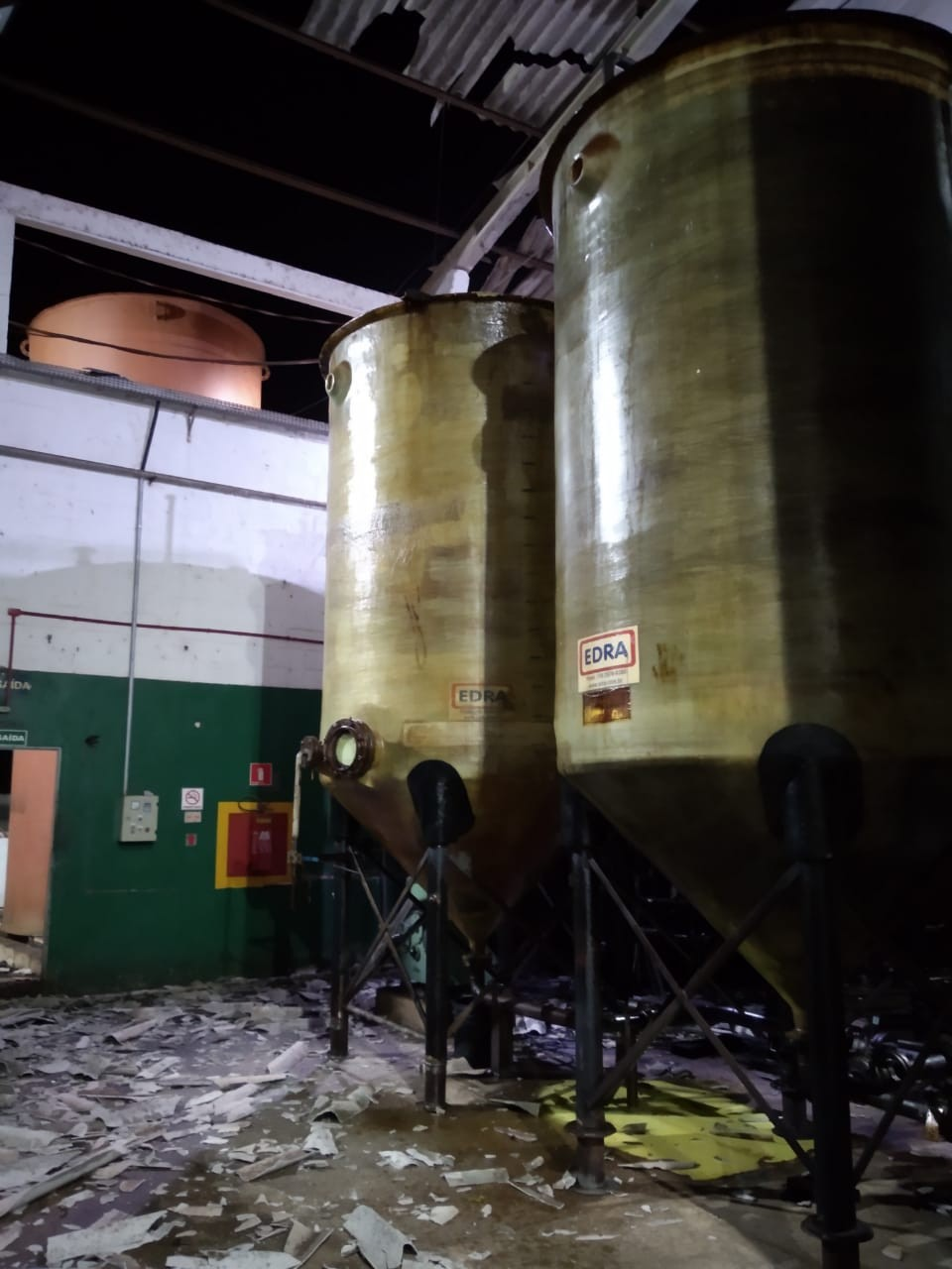 Tanque explode em fábrica de óleo diesel e local é isolado pelos bombeiros em MT