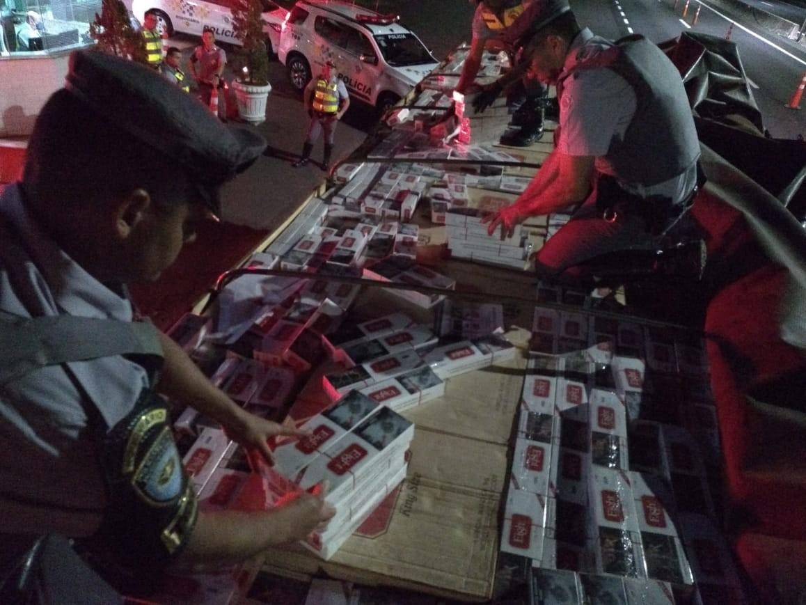 Polícia Rodoviária apreende mais de 200 mil maços de cigarros sem nota fiscal em Oriente