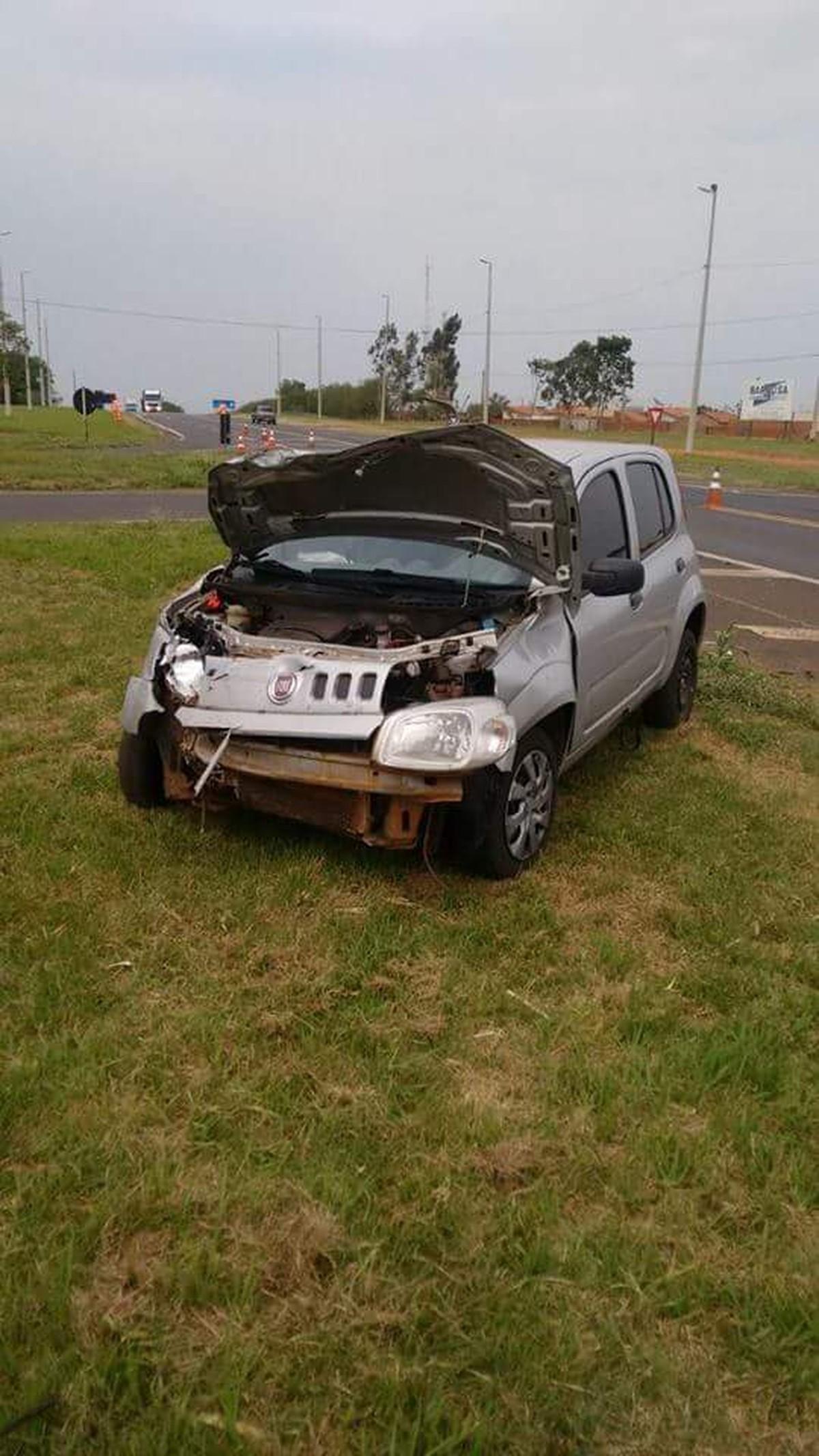 Motorista fica ferido em acidente no trevo de acesso a José Bonifácio