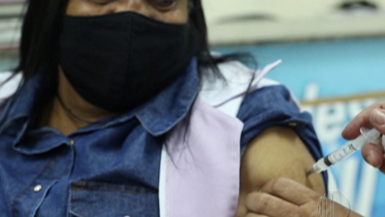 Poá e Ferraz de Vaconcelos recebem mais de mil doses da CoronaVac