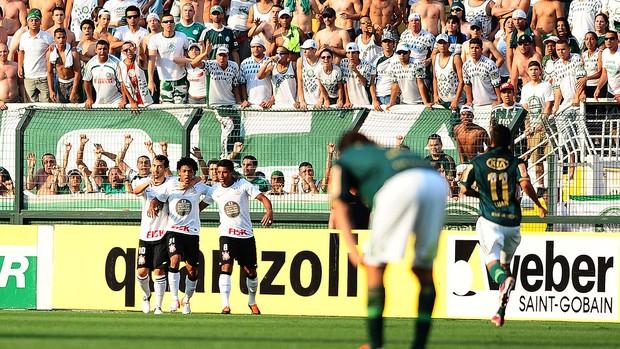 Romarinho comemoração, Palmeiras x Corinthians (Foto: Marcos Ribolli / Globoesporte.com)