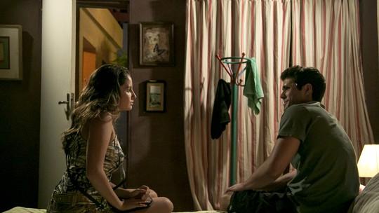 Nanda diz para Rômulo que desconfia que ele foi dopado